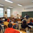 Caro diario ti racconto il mio primo giorno di scuola.  il primo giorno di scuola era stato facile il primo professore che ho incont5ato è il De Laurentis, […]