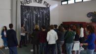 Il giorno 6 marzo 2015 abbiamo intervistato due ragazzi della 3^C per farci raccontare come è stata progettata la mostra per la Giornata della Memoria, presentata nell'Auditorium del plesso Carotenuto […]