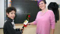 """Matteo, bambino della terza elementare di Copparo, provincia di Ferrara, ha inventato una nuova parola italiana: """"Petaloso"""". Infatti Matteo doveva trovare degli aggettivi per descrivere un fiore e ha pensato […]"""